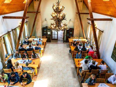 Restauracja Krutyń. Posiłki na Mazurach. Dobre jedzenie na Mazurach.